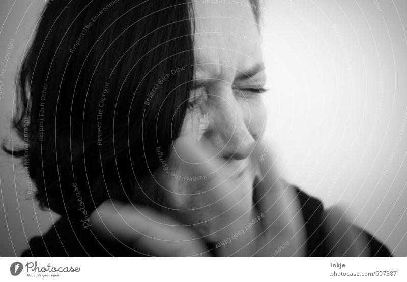 . Mensch Frau Hand Gesicht Erwachsene Leben Traurigkeit Gefühle authentisch Trauer Gesichtsausdruck Schmerz weinen Liebeskummer Ekel gestikulieren