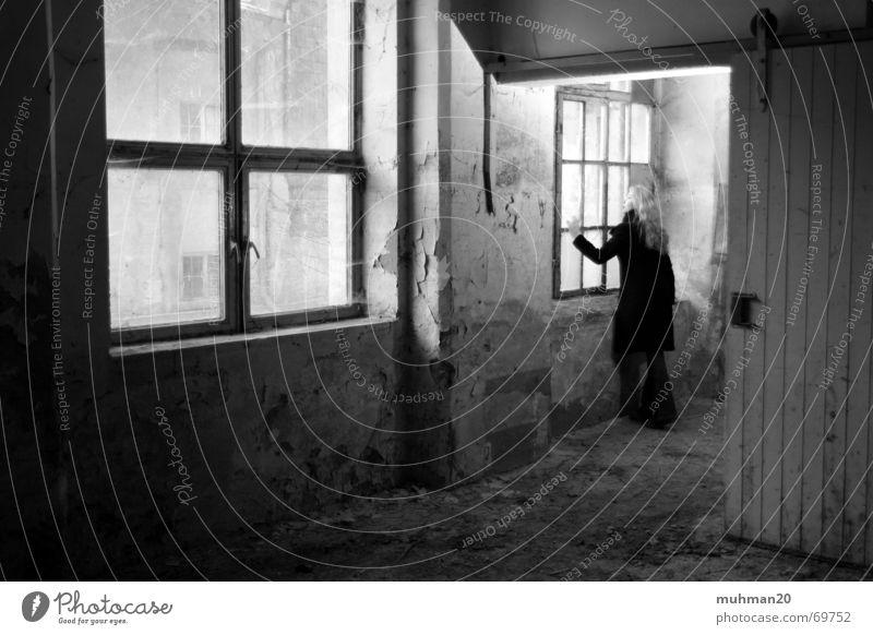 Mittweida ein Wintermärchen Fabrik Ringethal Fenster Putz Wand Märchen dunkel Schalter Mantel Landkreis Mittweida tür. mädchen hell Schatten Blick