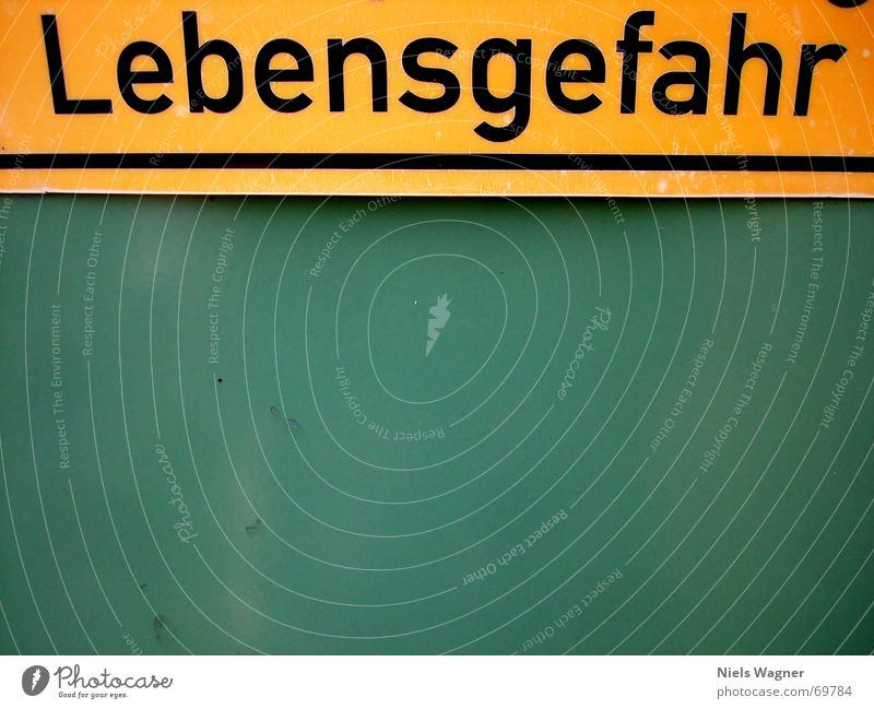 Hände weg! grün gelb Schilder & Markierungen Elektrizität gefährlich bedrohlich Warnhinweis Lebensgefahr