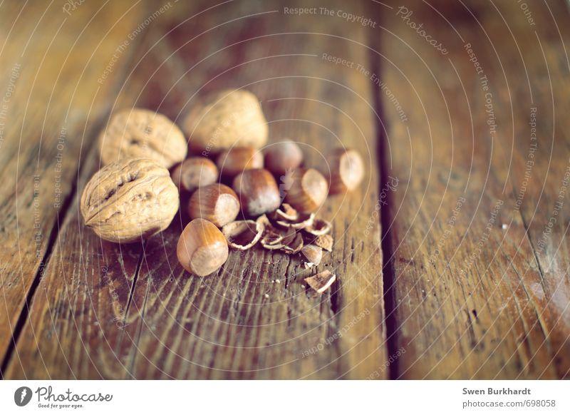 Nüsse gehn immer Umwelt Gesundheit braun Lebensmittel liegen Foodfotografie frisch genießen Ernährung Tisch rund Wellness Möbel Appetit & Hunger lecker