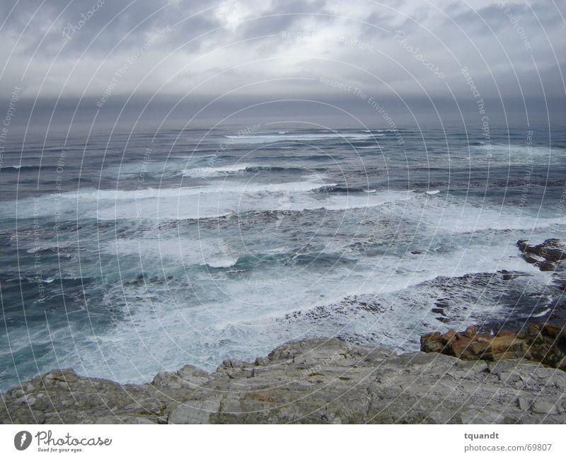 Himmel über dem Kap Meer dunkel Regen Wellen Küste Brandung Südafrika Afrika drohend Cape Of Good Hope