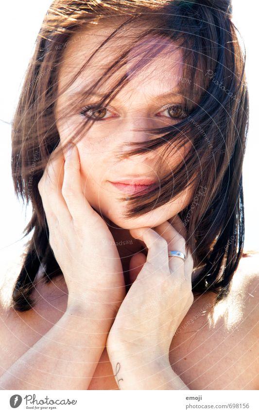 Sonnenschein Mensch Jugendliche schön Junge Frau 18-30 Jahre Gesicht Erwachsene Erotik feminin Haare & Frisuren brünett kurzhaarig