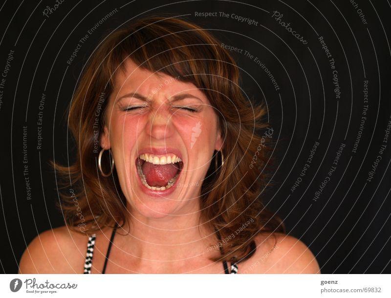 Schrei Frau Porträt schreien Frustration Wut Aggression toben Krach Schmerz agression befreien