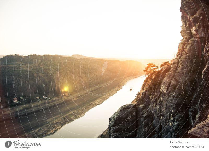 The golden Sun Natur schön Baum rot Landschaft schwarz gelb Berge u. Gebirge Wärme grau hell Felsen Zusammensein orange Wachstum leuchten