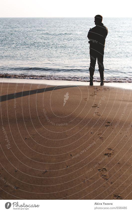 The waiting Man 1 Mensch Natur Landschaft Sand Wasser Himmel Horizont Wellen Strand Nordsee Meer beobachten stehen warten blau braun schwarz weiß ruhig