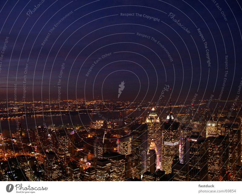 New York Nachtschwärmer New York City Manhattan Hudson River Times Square Langzeitbelichtung Hochhaus Licht Dämmerung