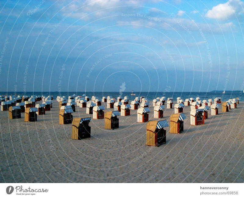 Travemünde Strand 2 Himmel Meer ruhig Wolken Ferne Erholung Sand Horizont Erde Frieden Strandkorb Armee