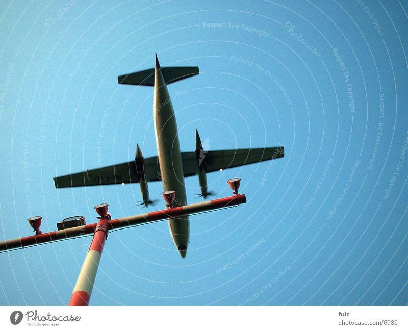 Flugzeug Mensch Flugzeuglandung unten Luftverkehr Himmel
