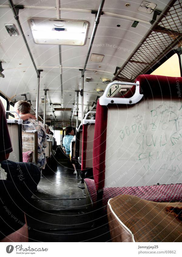Bus Ferien & Urlaub & Reisen kaputt schäbig Sitzgelegenheit laut Kroatien Schmiererei schädlich