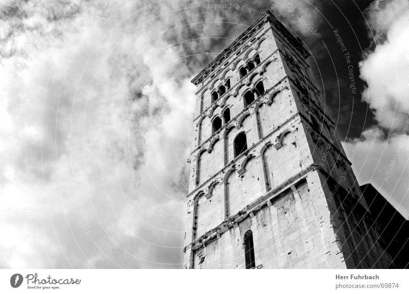 Turm zu Lucca Toskana Wolken Schwarzweißfoto schwaz-weiß Himmel Kontrast