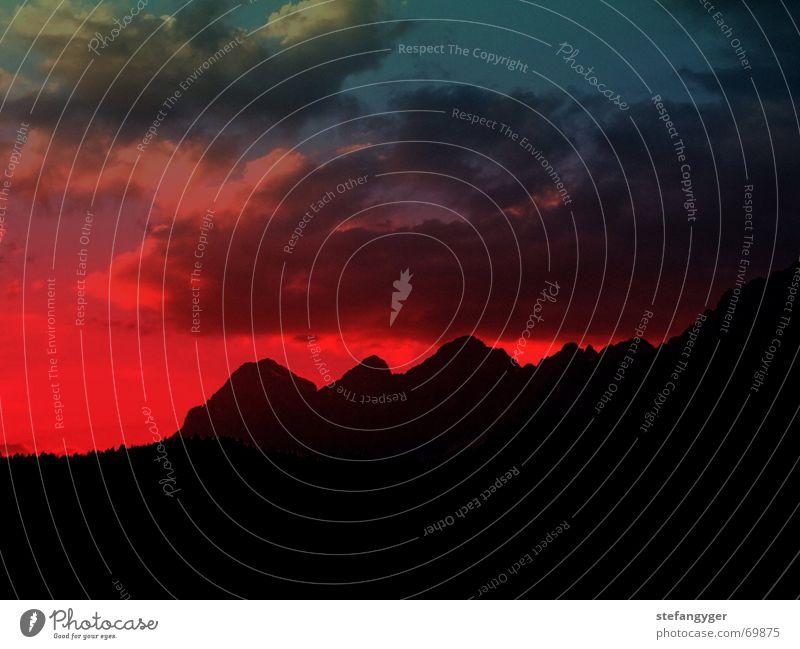 Berg im Abendrot Himmel rot ruhig Wolken Berge u. Gebirge Alpen Österreich Abenddämmerung Bundesland Steiermark Dachsteingruppe