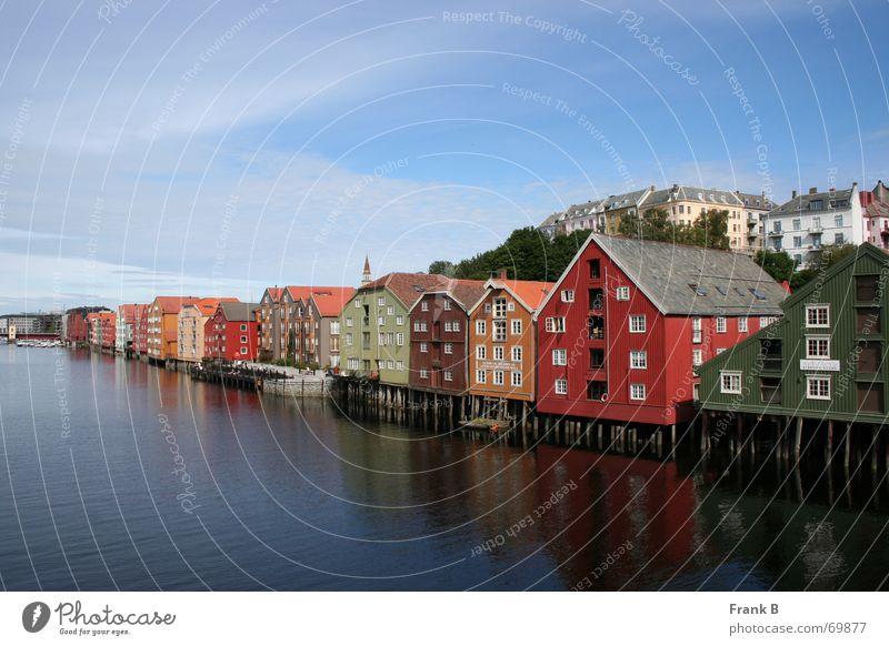 Trondheimhäuser Wasser Himmel blau Stadt ruhig Haus Linie historisch Verkehrswege Lagerhalle Norwegen Glätte Pfosten Norden Skandinavien
