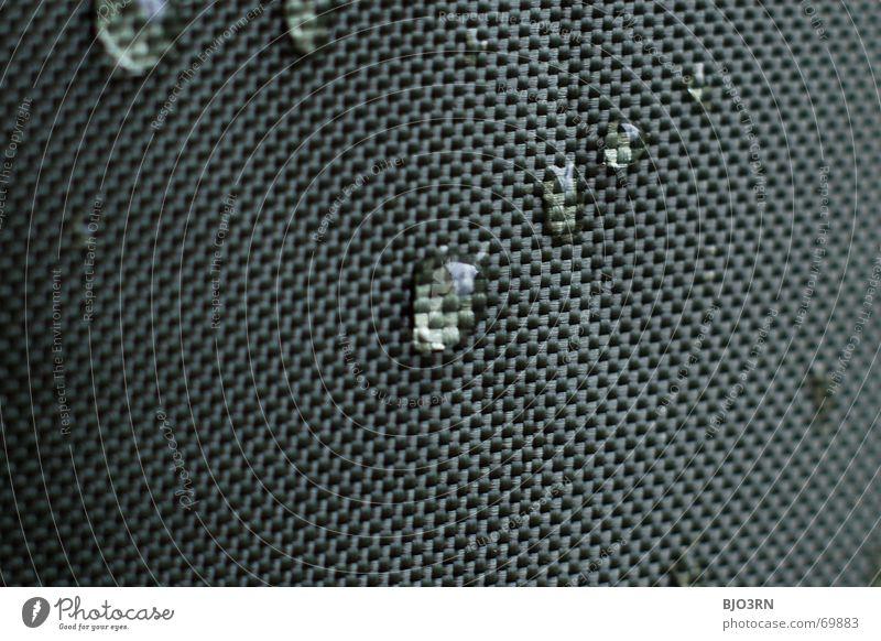 drops on canvas #01 Stoff Vorhang graphisch Bildraum Makroaufnahme quer Format Querformat Produkt Regen feucht grün dunkelgrün cloth fabric gauze netting