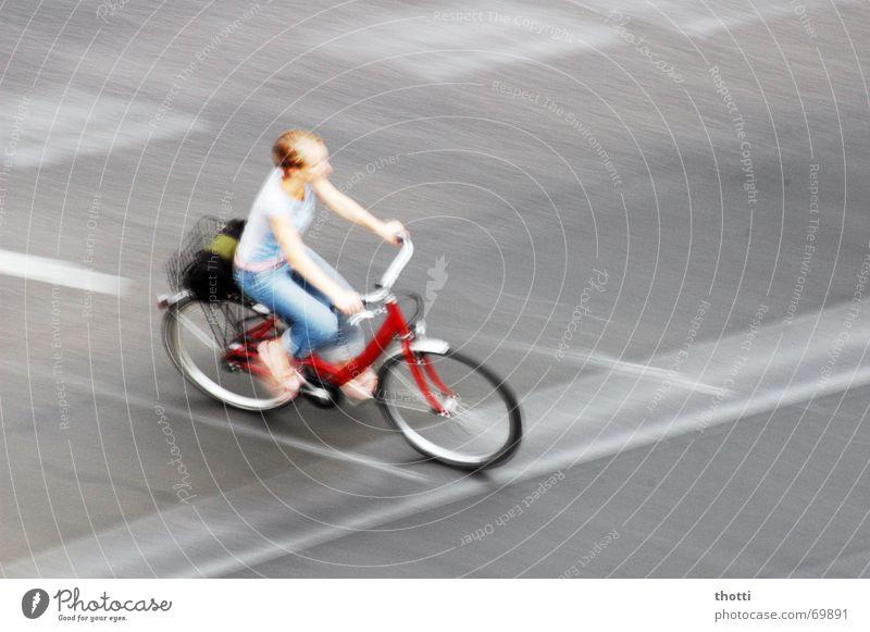 bike in motion Frau Straße Bewegung Wege & Pfade Fahrrad Verkehr Mischung Fahrbahn