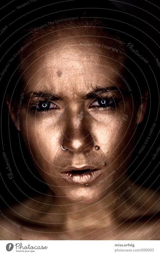 Goldig II Mensch Jugendliche Junge Frau 18-30 Jahre dunkel Erotik Erwachsene Auge Traurigkeit feminin außergewöhnlich Angst Körper leuchten authentisch verrückt