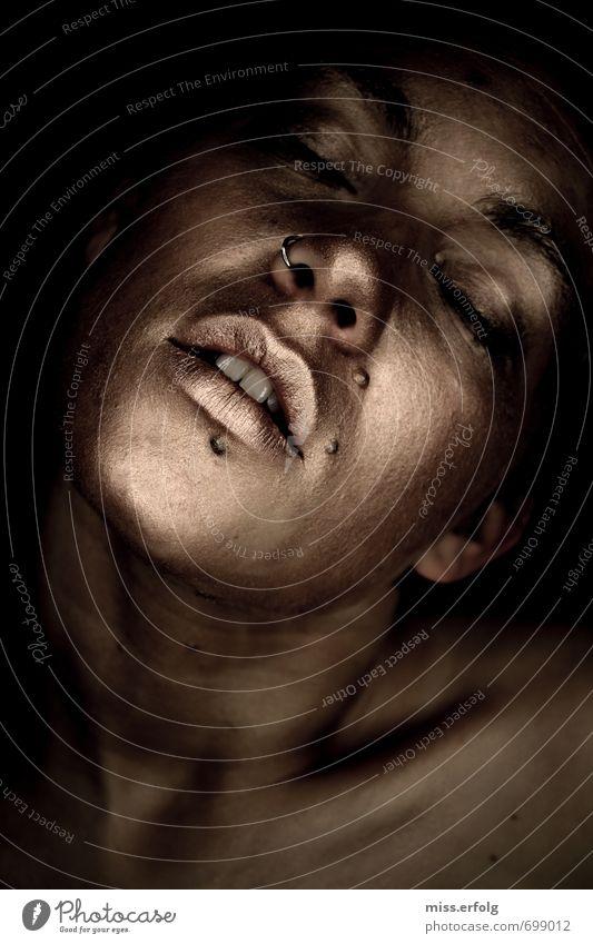 Goldig IV Mensch Frau Jugendliche Erholung Junge Frau 18-30 Jahre Erotik Erwachsene Leben feminin Stil Kopf träumen Lifestyle Körper elegant