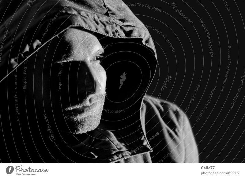 Lichtblick dunkel Kapuze Anorak Kopfbedeckung schwarz weiß Mensch Kontrast hell Schatten parker Blick
