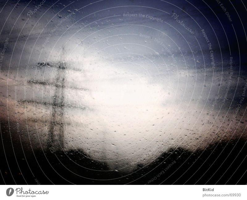 Regenstrom PKW Landschaft Netz Autobahn Fensterscheibe