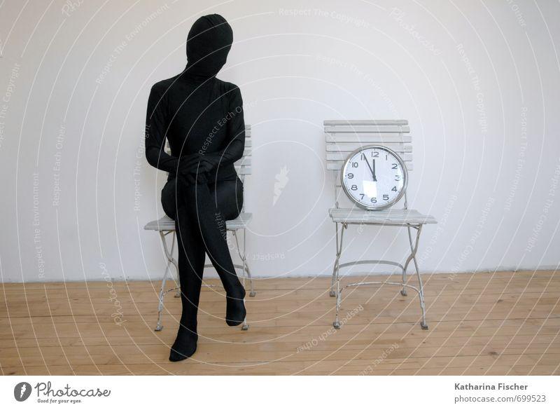 WarteZeit 1 Mensch Kunst Skulptur sitzen warten braun grau schwarz weiß Gefühle Pünktlichkeit Raum Stuhl Uhr Minutenzeiger Stundenzeiger Vergangenheit Gegenwart