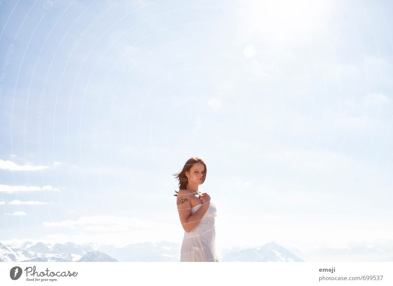 sky Mensch Himmel Natur Jugendliche blau weiß Sonne Junge Frau 18-30 Jahre Erwachsene Umwelt feminin hell Schönes Wetter Wolkenloser Himmel