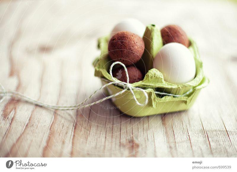 Falsche Eier Lebensmittel Kuchen Eierkarton Ernährung Picknick Bioprodukte Fingerfood lecker süß Ostern Osternest Farbfoto Innenaufnahme Nahaufnahme