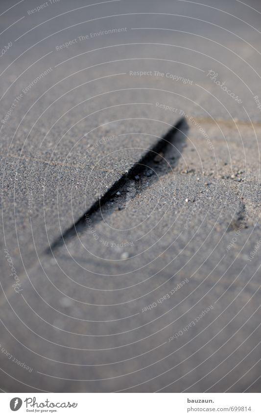 ut köln | es geht bergab. Straße Bewegung Wege & Pfade grau Stein gehen Park laufen gefährlich Platz Beton bedrohlich Wandel & Veränderung Bürgersteig Verkehrswege eckig