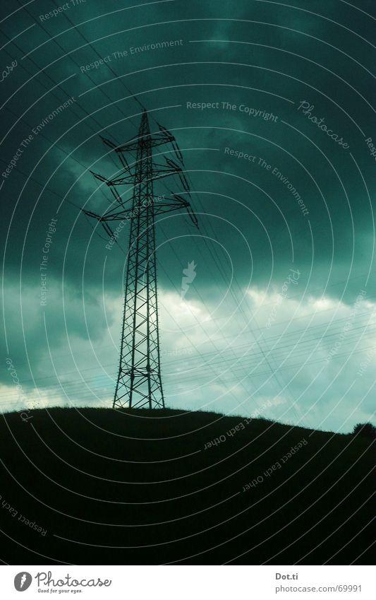 high voltage Energiewirtschaft Natur Himmel Wolken Gewitterwolken Klima Wetter schlechtes Wetter Unwetter Wind Regen Hügel bedrohlich dunkel grau Strommast