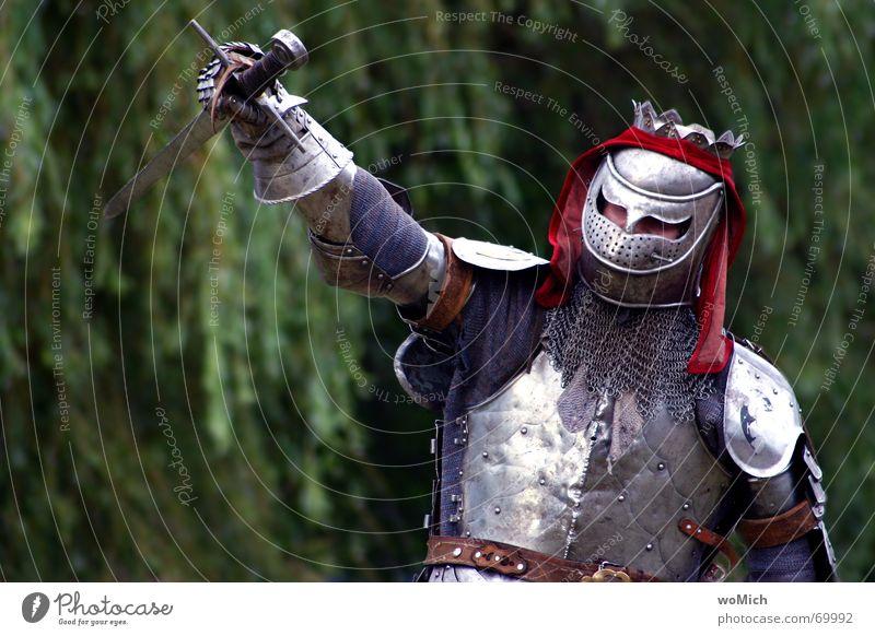 siegreich Mann Erfolg Vergangenheit Stolz Ritter Mittelalter Schlacht Rüstung Zeitreise