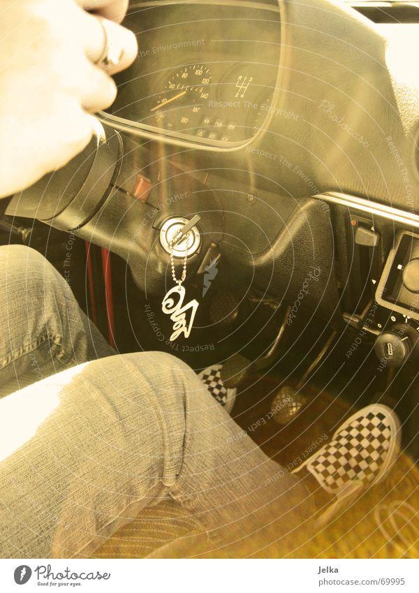 Gas ist rechts. Güterverkehr & Logistik Hand Finger Beine Fuß Radio PKW Oldtimer Limousine Hose Jeanshose Ring Schuhe Schlüssel Mobilität Wagen Lenkrad führen