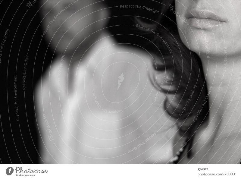 Differenzen Frau Mann schwarz weiß Trauer vergangen Notfall Scheidung kalt Ferne schweigen beleidigt ratlos Wegsehen Schwarzweißfoto Perspektive Paar