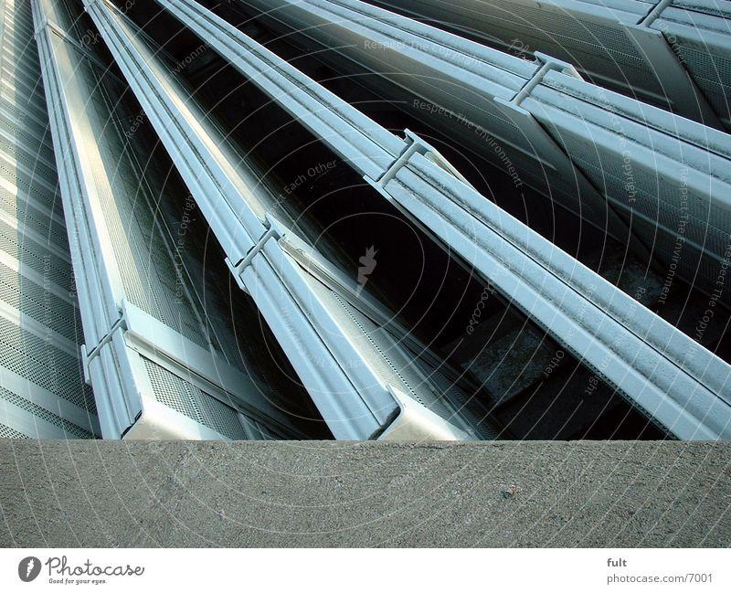 Autobahntunnellüftunsschachtrillen Tunnel Lüftungsschacht Blech Beton Architektur
