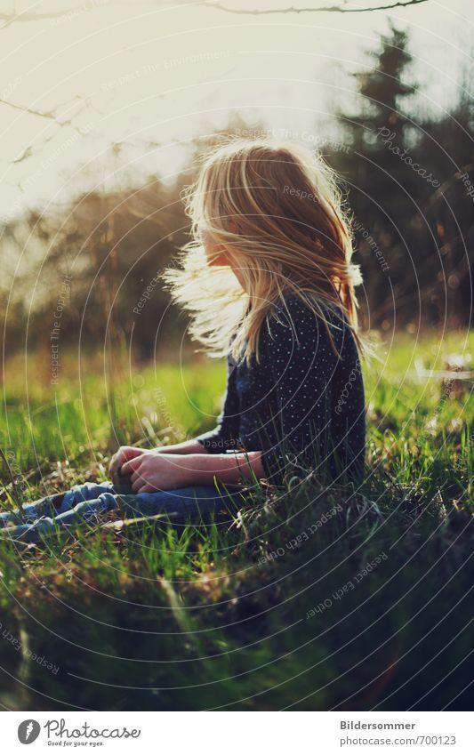 all we need Mensch Kind Natur Jugendliche blau grün Pflanze Sonne Erholung Junge Frau Mädchen Wärme Leben Wiese feminin Gras