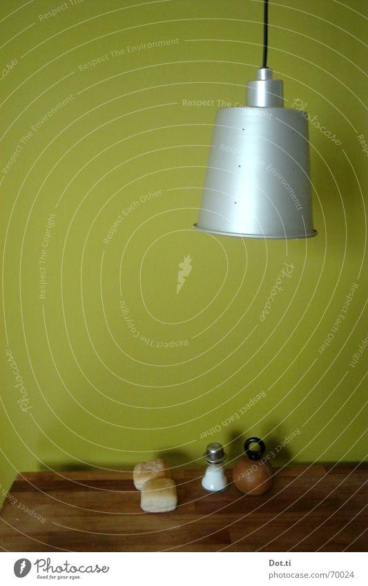 was vom Frühstück übrig blieb grün Farbe Einsamkeit Ernährung Wand Lebensmittel Holz Lampe Innenarchitektur Beleuchtung braun Wohnung Tisch Küche Möbel
