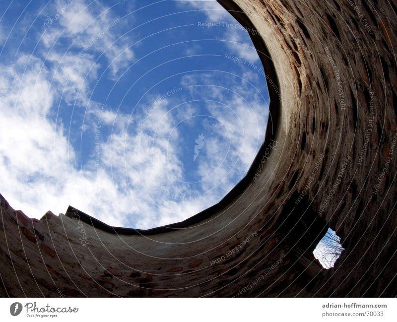1877 Himmel blau Wolken oben Fenster Mauer Zeit offen Turm Sehnsucht verfallen Verfall Vergangenheit Ruine Loch