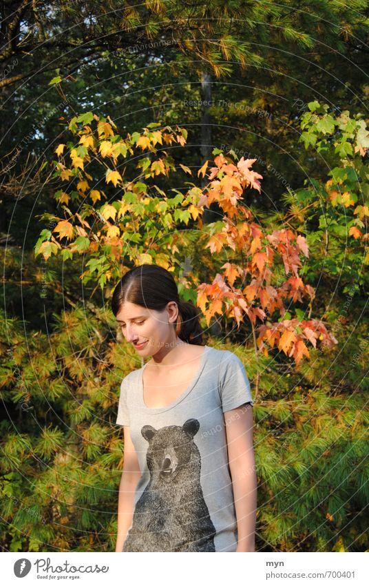 Herbst II Mensch feminin Junge Frau Jugendliche Erwachsene 1 18-30 Jahre Umwelt Natur Landschaft Schönes Wetter Baum Sträucher Blatt Park Wald Erholung schön