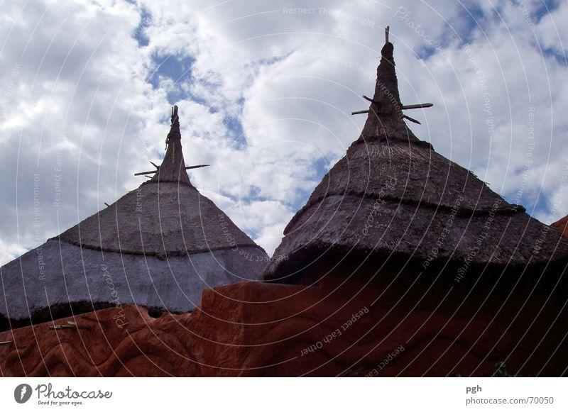 Black Mamba Hütten Himmel Wolken Afrika Spitze