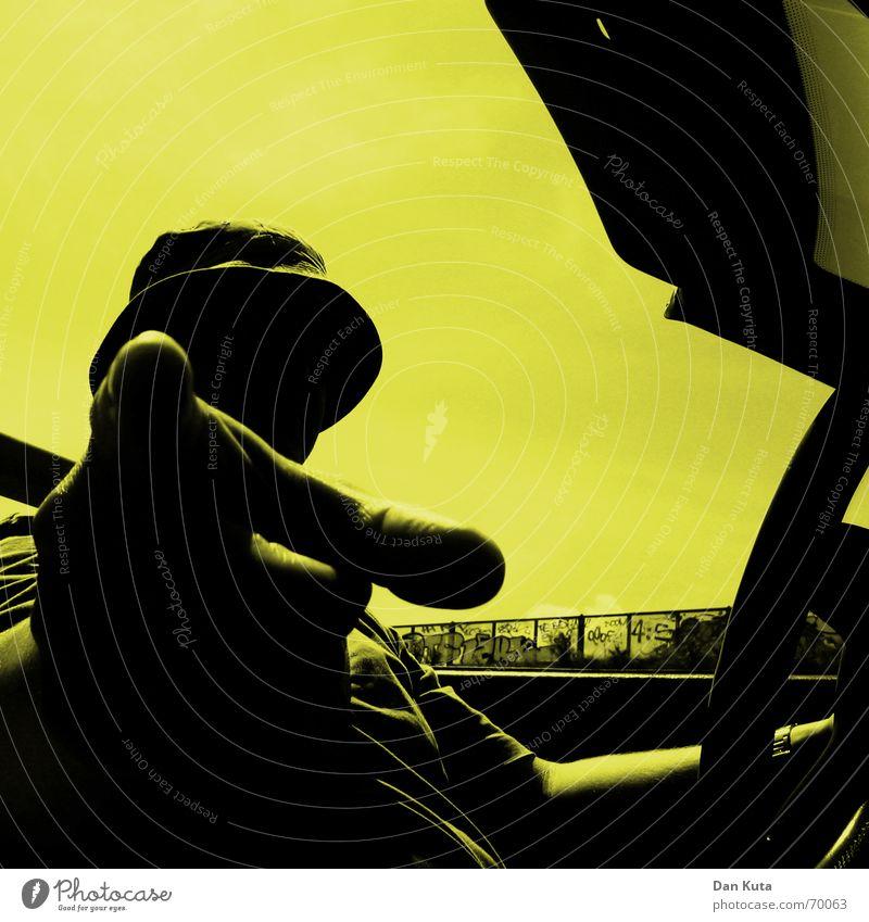 Pass Achtung! Cabrio Coolness Finger Lenkrad hart gelb offen Luft Erholung führen Baseballmütze Kopfbedeckung Autofenster Wagen Oldtimer Youngtimer Beweis