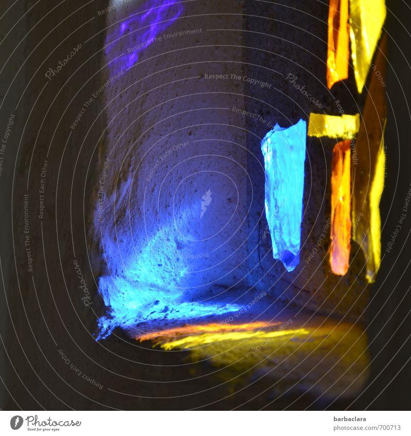 Peace | Auf der Suche Kunst Kirche Gebäude Kapelle Fenster Glas Streifen leuchten dunkel hell blau gelb gold Gefühle Stimmung Lebensfreude Warmherzigkeit