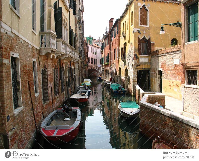 somewhere Venedig Wasserstraße Reflexion & Spiegelung Wasserfahrzeug ruhig Verfall Haus Abwasserkanal