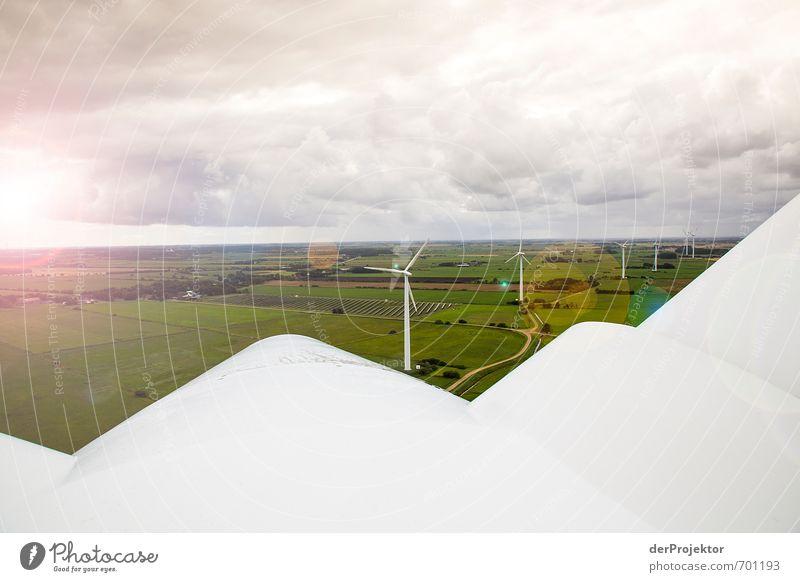 Licht am Horizont für die Windkraft Landschaft Umwelt Gefühle Wege & Pfade Stimmung Regen Feld Energiewirtschaft Klima authentisch Schönes Wetter Zukunft