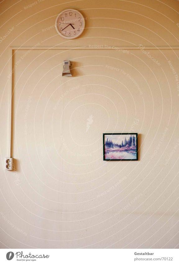 moderne Wandgestaltung vergilbt Uhr Steckdose Putz Bilderrahmen herzlos leer geschmacklos Zeit 16:38 verlegt Landschaft Einsamkeit Klingel die ist