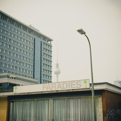 Nirwana ein Großstadtdschungel Stadtzentrum Berliner Fernsehturm Dekoration & Verzierung Schilder & Markierungen Wort retro Kreativität Paradies Schaufenster