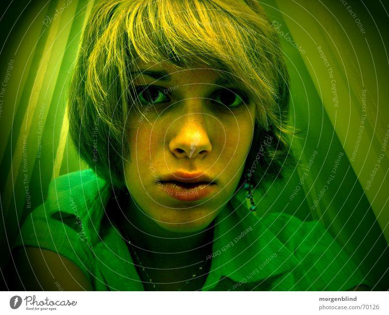 -untitled- grün Frau gelb Gefühle Stimmung Lippen ruhig woman fotokunst Haare & Frisuren Zweifel Nase Auge Momentaufnahme Irritation