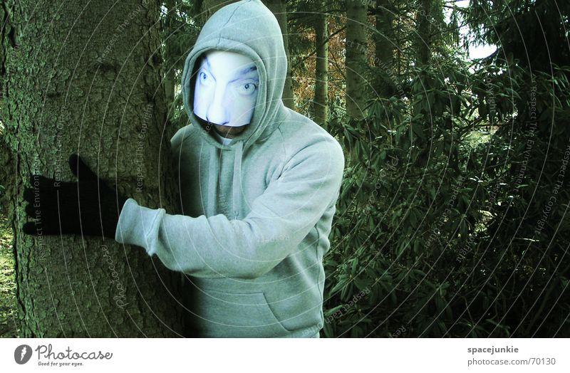 the man behind the mask (2) Mann bedrohlich unheimlich Wald Baum Hinterhalt Maske Mensch Gesicht verstecken Versteck hinten