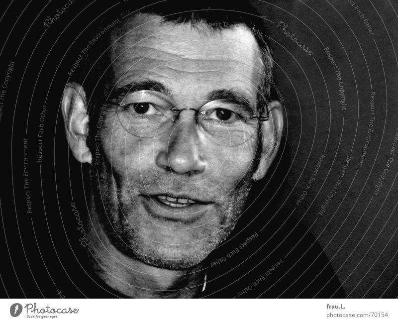 weitsichtig Humor Lesebrille Lachfalte Mann Brille maskulin Bart 50 plus symphatisch typisch Bartstoppel lachen Stoppel offen