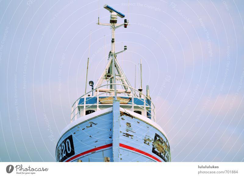 das ist das gleiche boot Schiffen Ausflug Ferne Meer Wasserfahrzeug Schifffahrt Fischerboot alt radar Reeling Schiffsbug Holz entdecken retro blau rot Abenteuer