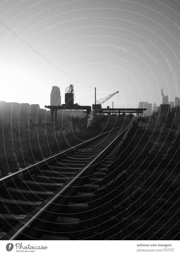 go west Himmel Stadt Sonne Haus Straße dunkel Stimmung Horizont Wasserfahrzeug Verkehr Hochhaus Eisenbahn Industrie Spuren Hafen Skyline