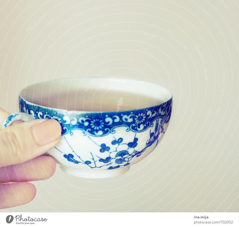 ein gutes Tässchen Tee blau Erholung Lebensmittel warten Glas genießen Ernährung Getränk Pause trinken Erkältung Krankheit lecker Frühstück Geschirr