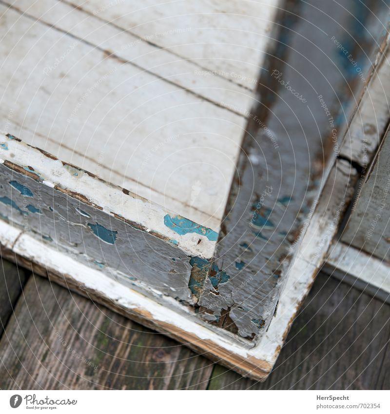 Holz | Möbel Häusliches Leben Wohnung Stuhl Tisch alt retro weiß sparsam Vergänglichkeit Hocker Holzmöbel Farbstoff abblättern Antiquität Patina