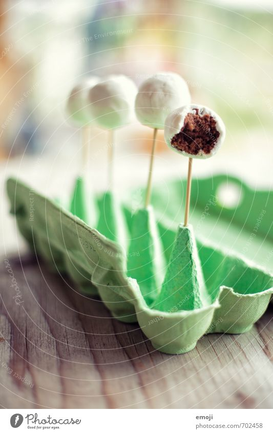 angeknabbert und ausgeknabbert Kuchen Dessert Schokolade Ernährung Picknick Fingerfood lecker süß Farbfoto Innenaufnahme Menschenleer Tag Schwache Tiefenschärfe